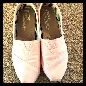 Toms barely worn